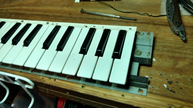 Now with the keybed removed, we see the offending key.