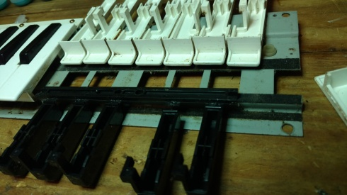 Note, there are no springs or rubber on these key, their rebound is from the simple tension of the plastic